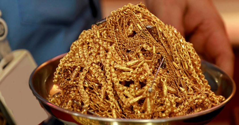 Indians pawn gold for loans as borrowing from banks becomes tougher